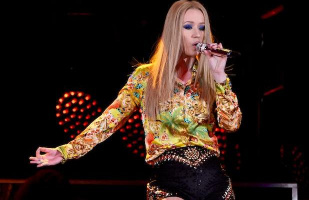 Iggy Azalea Performing at American Music Awards