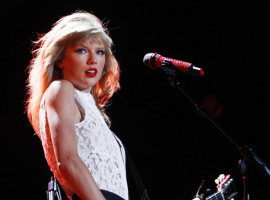 Taylor Swift performs at the CMA Music Festival