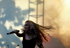 Grimes performs on Sunday in Union Park.