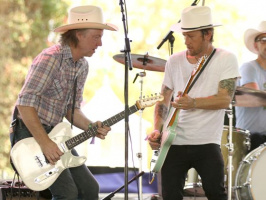 Chris Shiflett plays the Stagecoach Country Music Festival