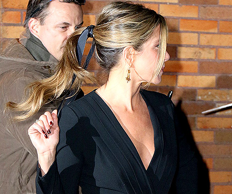 Jennifer Aniston Rocks a Bouncy Cheerleader Ponytail For 'The Daily Show'