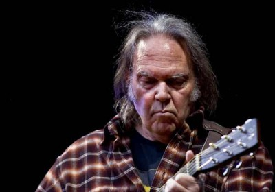 Neil Young Boycotts Starbucks Over GMO Lawsuit