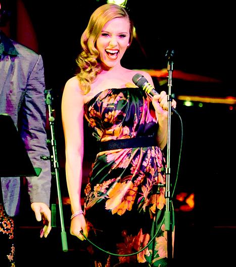 Scarlett Johansson forms electro girl group The Singles with Este Haim and Holly Miranda