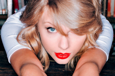 Taylor Swift Shows Her Sensual Side